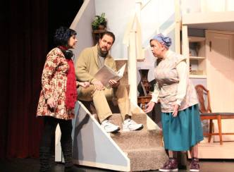 USP Noises Off Pic by Jim Palmer 06